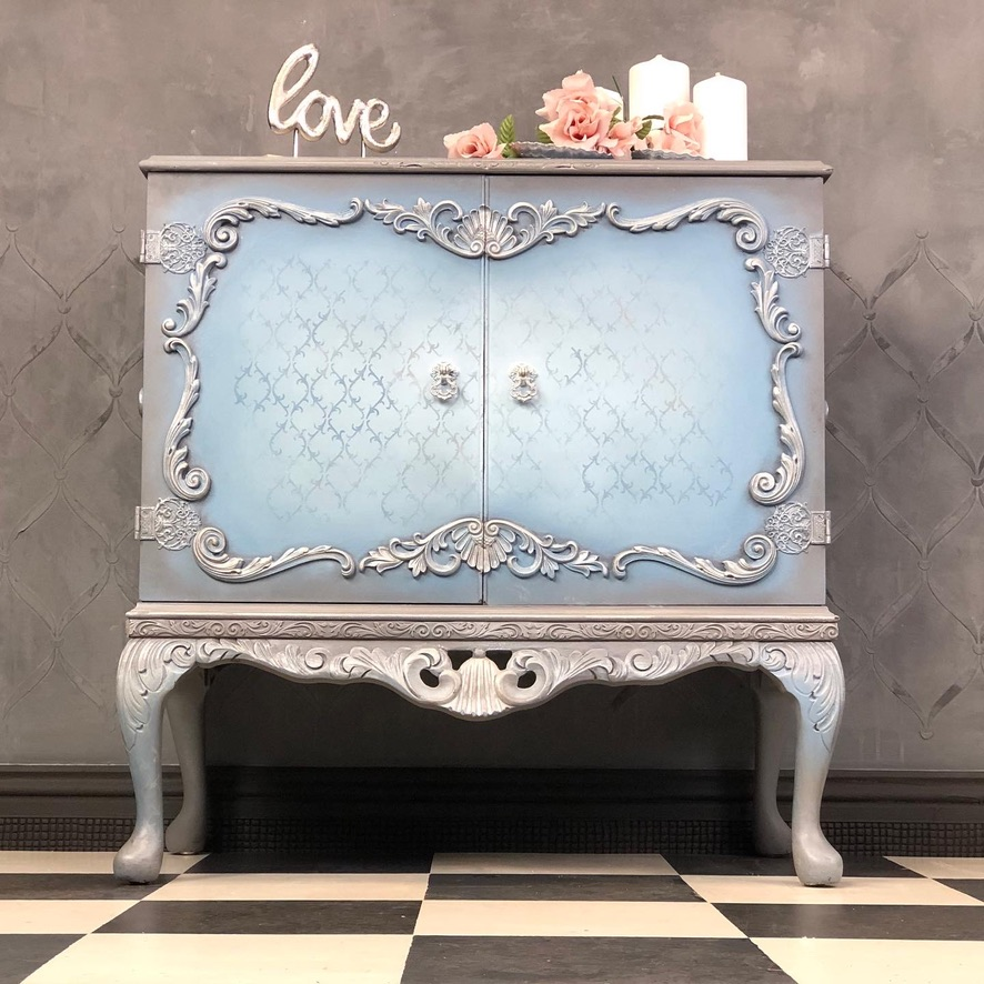 Regal cupboard with shades of blue, silver and grey.
