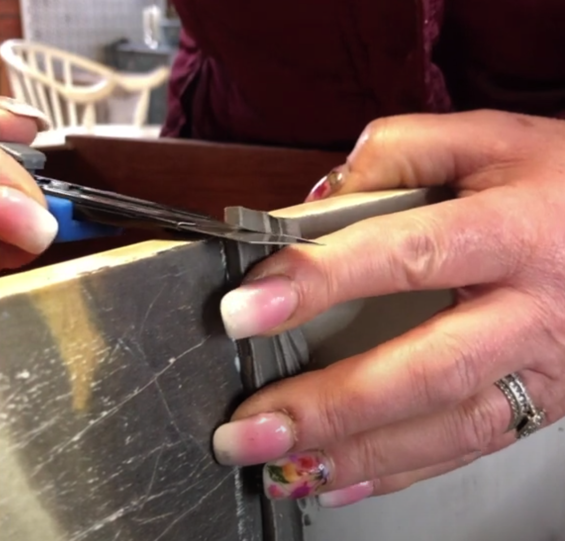 Slicing warmed mouldings with a Stanley knife