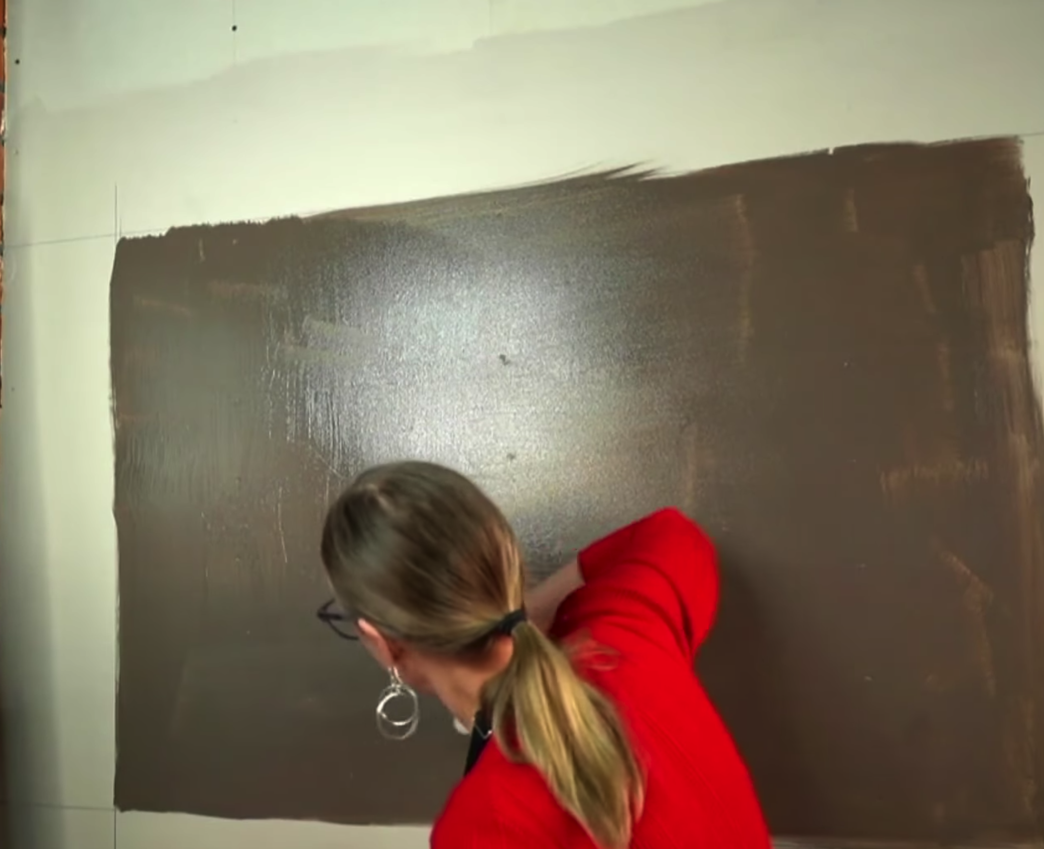 A brown base coat of the decor wall, it is painted in a rectangle