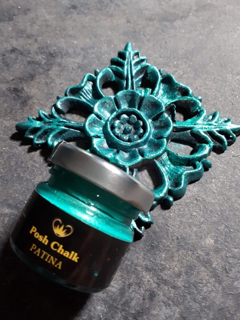 Posh Chalk Patina in Primary gree. It is the Aqua Patina line and has been painted on an intricate WoodUbend mouldingd. The pot of the Patina is placed over the bottom of the painted decorative wood moulding.
